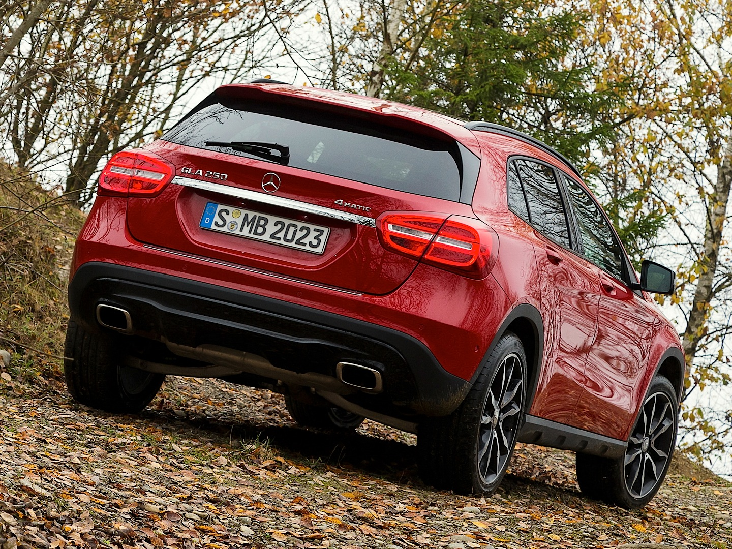 mercedes-benz-gla-off-road-package-is-coming-in-the-summer-photo-gallery_1.jpg