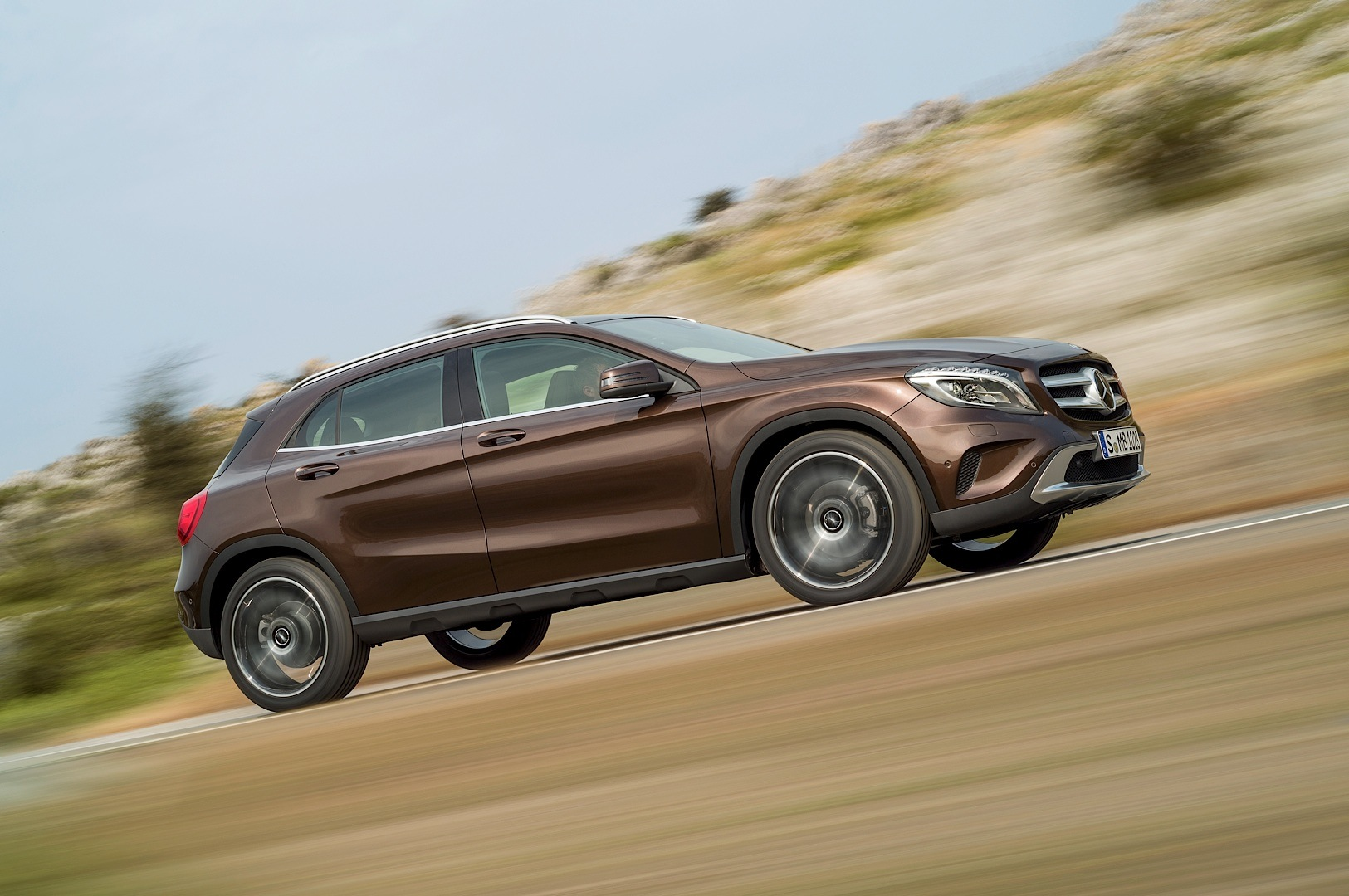 Mercedes benz gla official photos and specifications for Mercedes benz gla 300