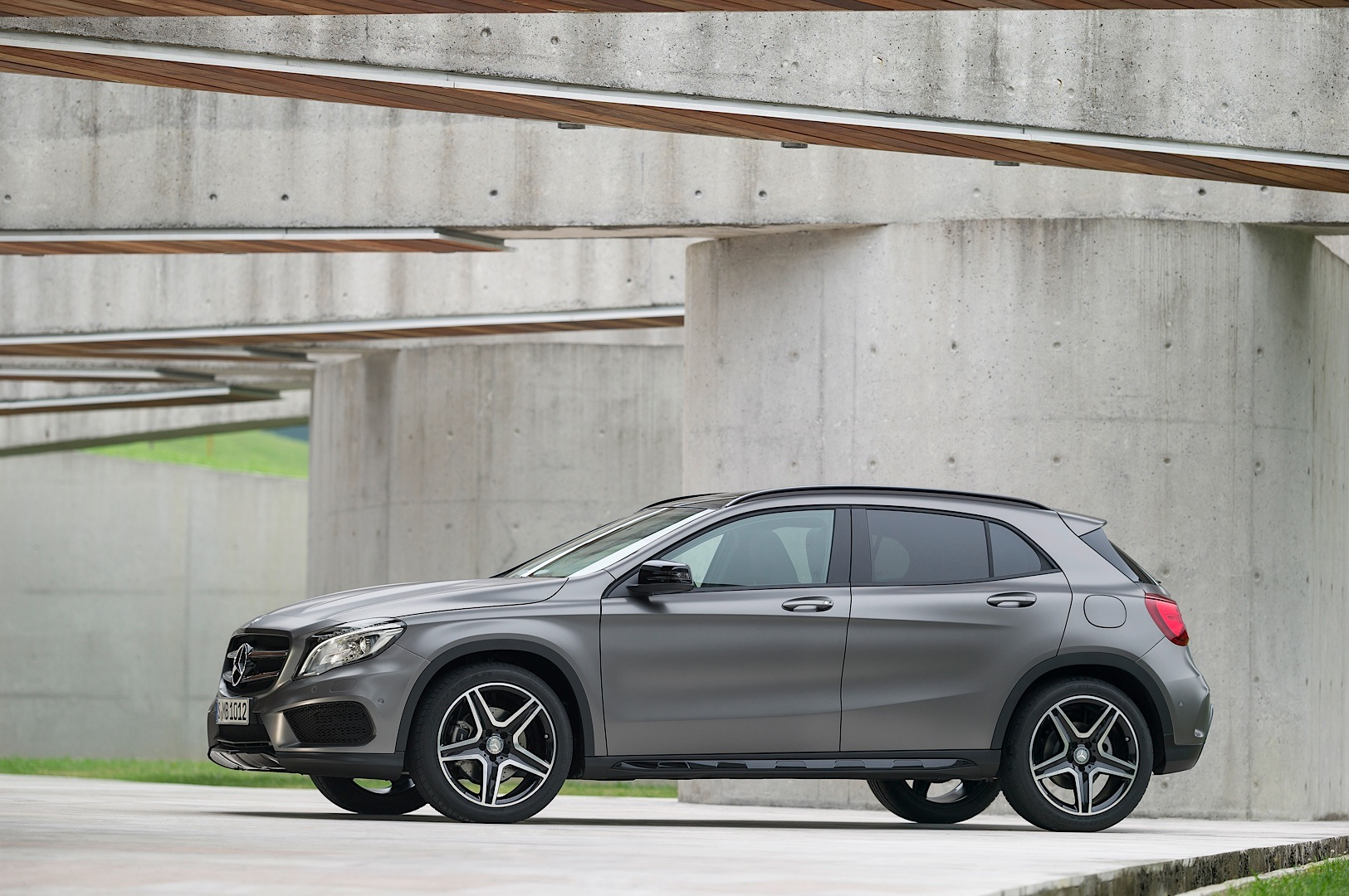 mercedes benz gla official photos and specifications autoevolution. Black Bedroom Furniture Sets. Home Design Ideas