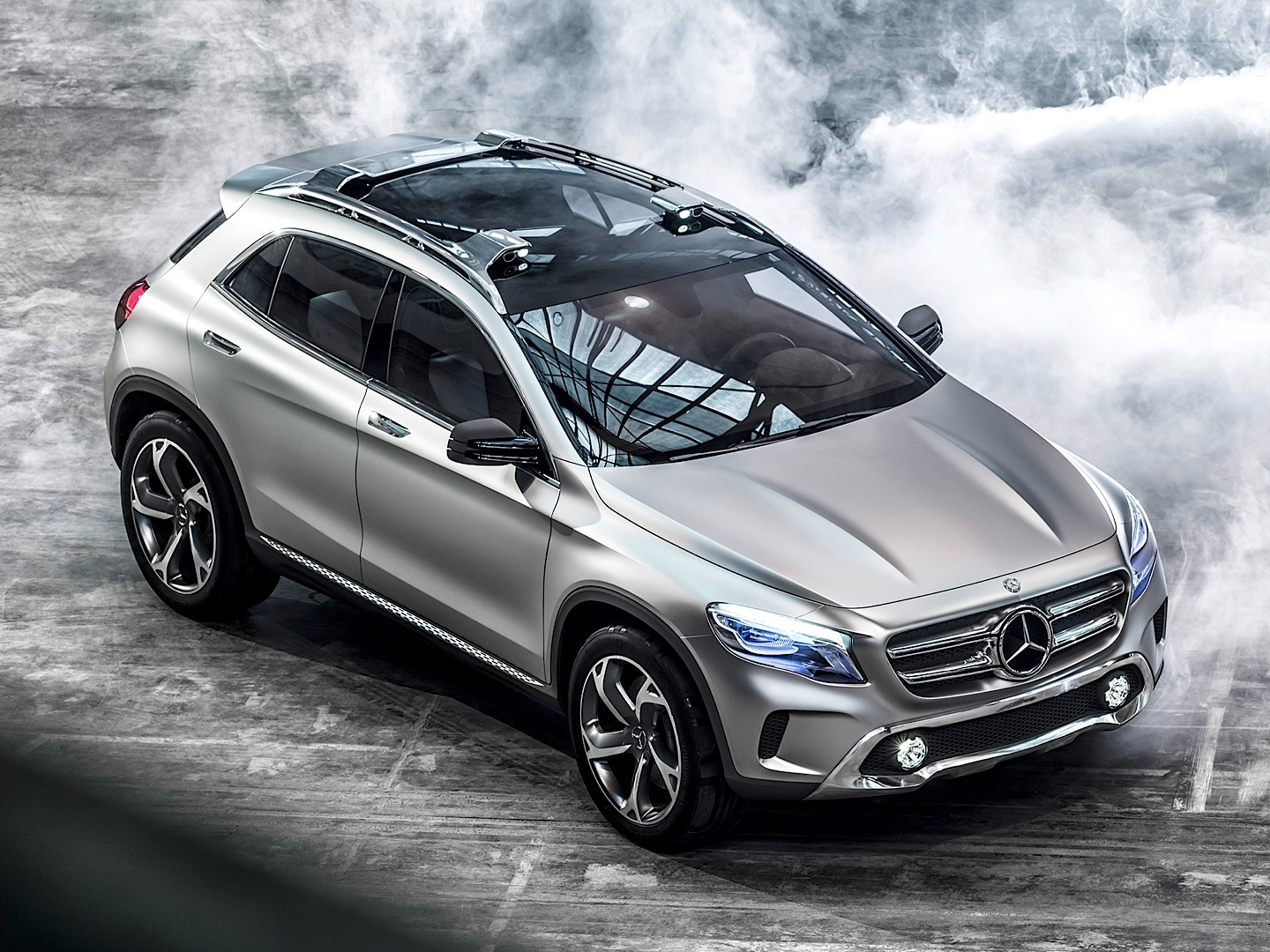 mercedes benz gla prices and release date speculations in the uk autoevolution. Black Bedroom Furniture Sets. Home Design Ideas