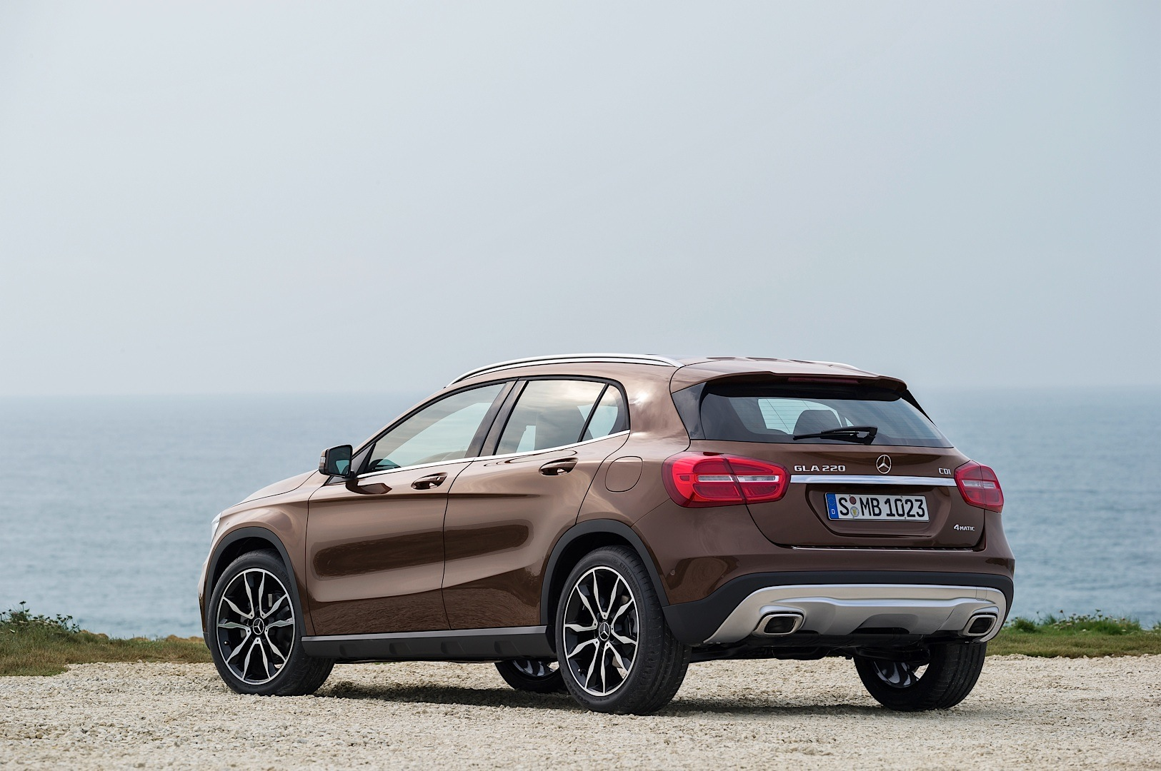 mercedes benz gla to receive better off road package in 2014 autoevolution. Black Bedroom Furniture Sets. Home Design Ideas