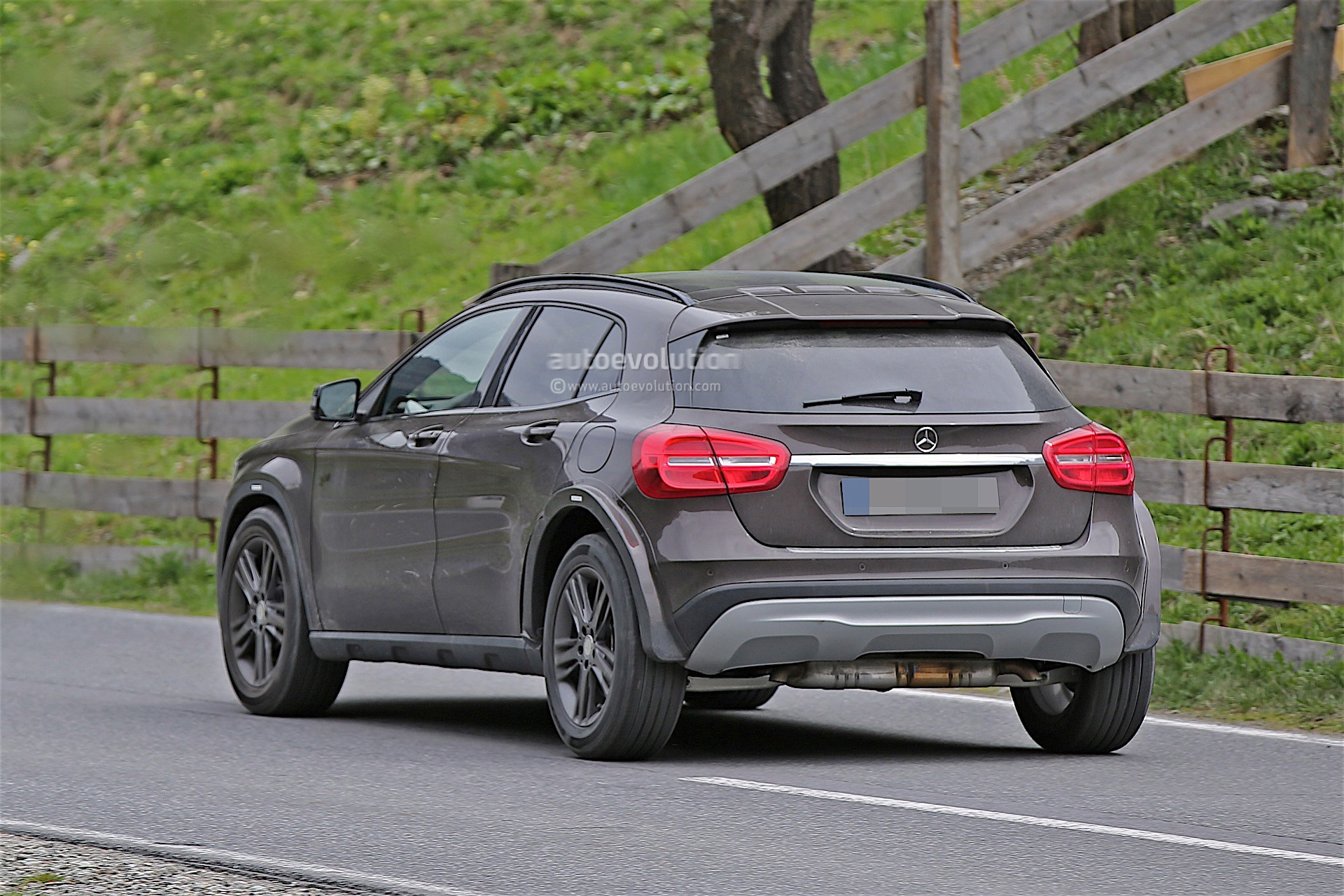 Mercedes Benz Suv >> Mercedes-Benz Is Testing Upcoming GLB, Spyshots Reveal ...