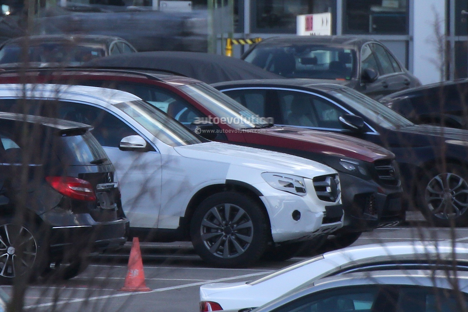 2015 Audi Q5 >> Mercedes-Benz GLC Spied With Minimal Camouflage, Including 450 AMG Sport Model - autoevolution