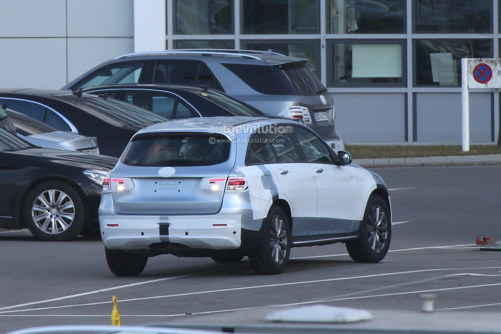mercedes-benz-glc-spied-with-minimal-camouflage-including-450-amg-sport-model_6