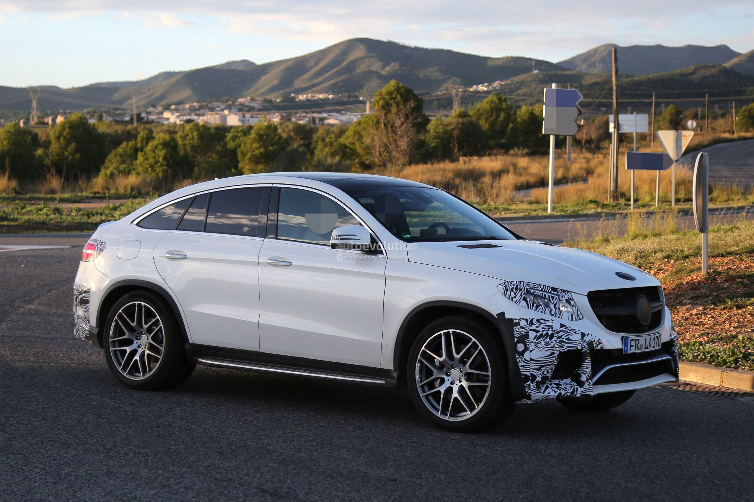 mercedes benz gle 63 amg coupe spied in production ready clothes autoevolution. Black Bedroom Furniture Sets. Home Design Ideas
