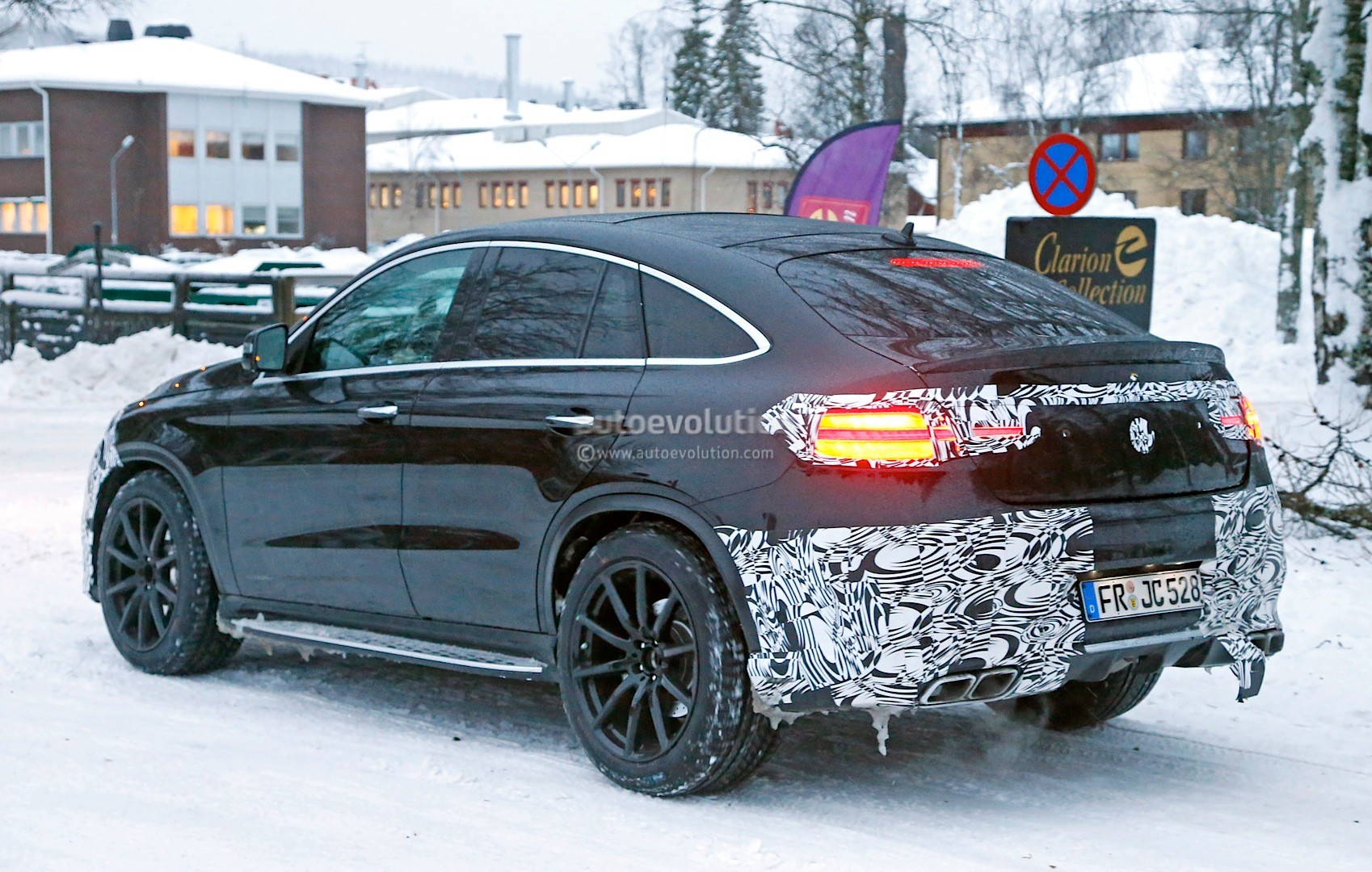 2016 Mercedes Benz Amg E 63 Sedan >> Mercedes-Benz GLE 63 AMG Coupe Spied In Production-Ready Clothes - autoevolution
