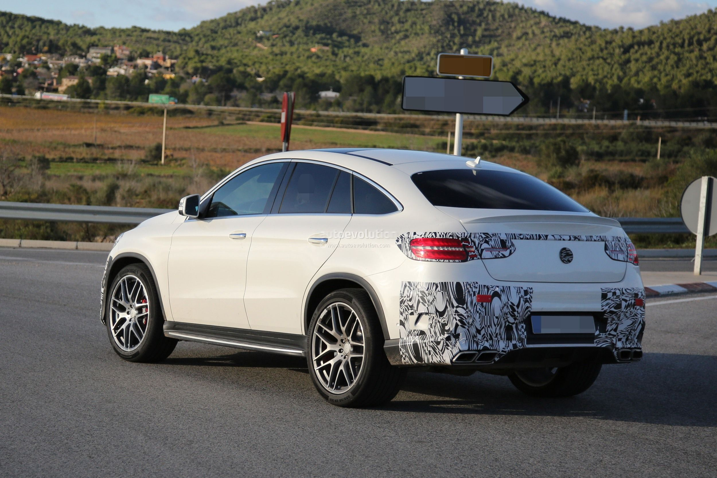 lastcarnews mercedes benz gle 63 amg coupe spied in production ready clothes. Black Bedroom Furniture Sets. Home Design Ideas
