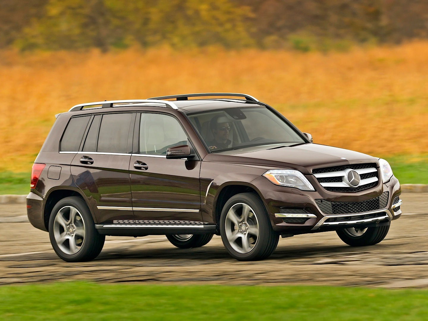 Mercedes benz glk 250 bluetec vs audi q3 3 0 tdi for Mercedes benz bluetec suv