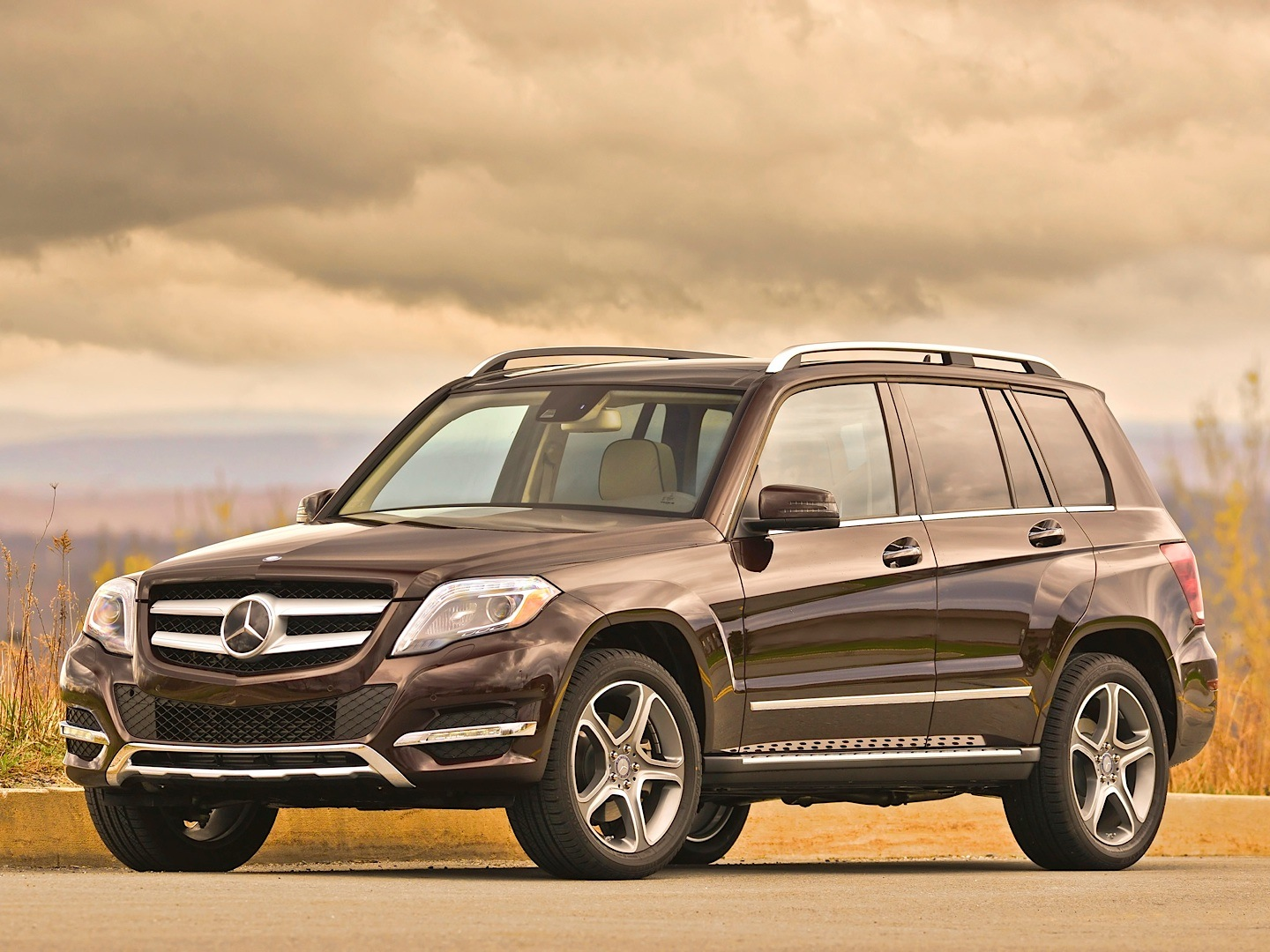 mercedes benz glk 250 bluetec gets reviewed by autoguide autoevolution. Black Bedroom Furniture Sets. Home Design Ideas
