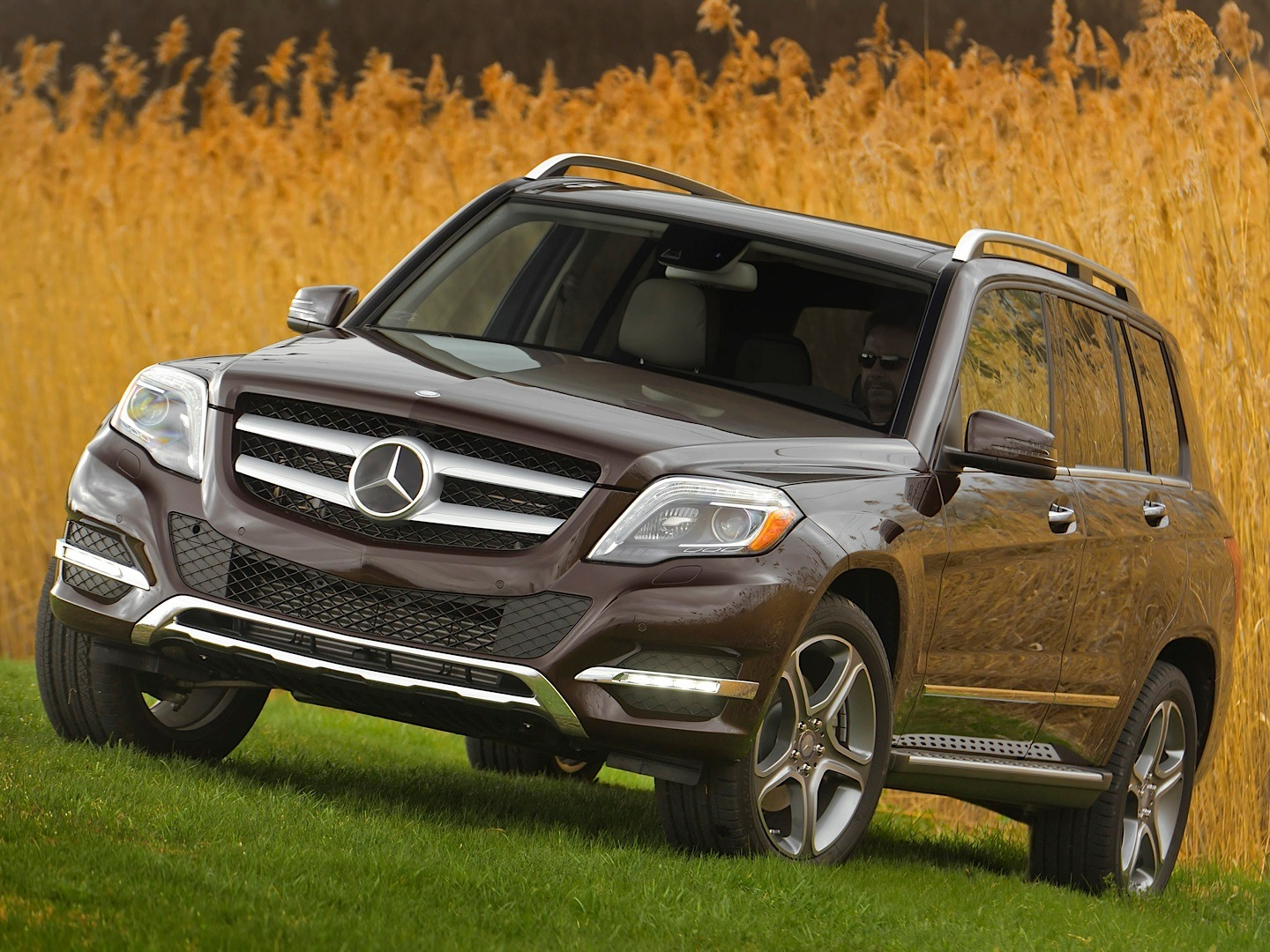 mercedes benz glk 250 bluetec vs audi q3 3 0 tdi. Black Bedroom Furniture Sets. Home Design Ideas