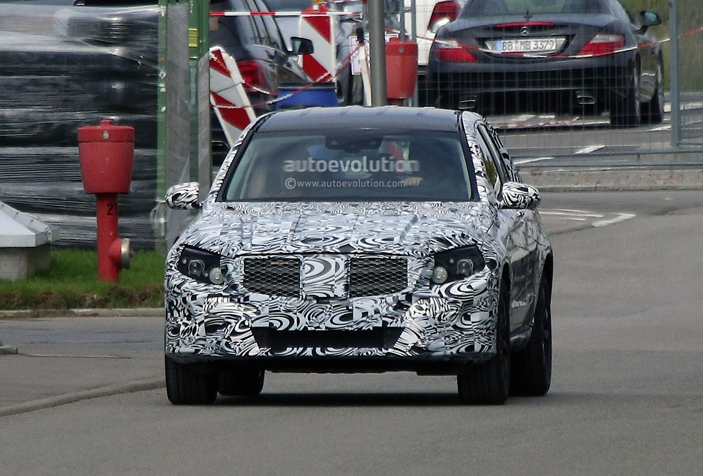 2015 - [Mercedes] GLC (GLK II) [X205] - Page 2 Mercedes-benz-glk-x205-caught-testing-photo-gallery_1