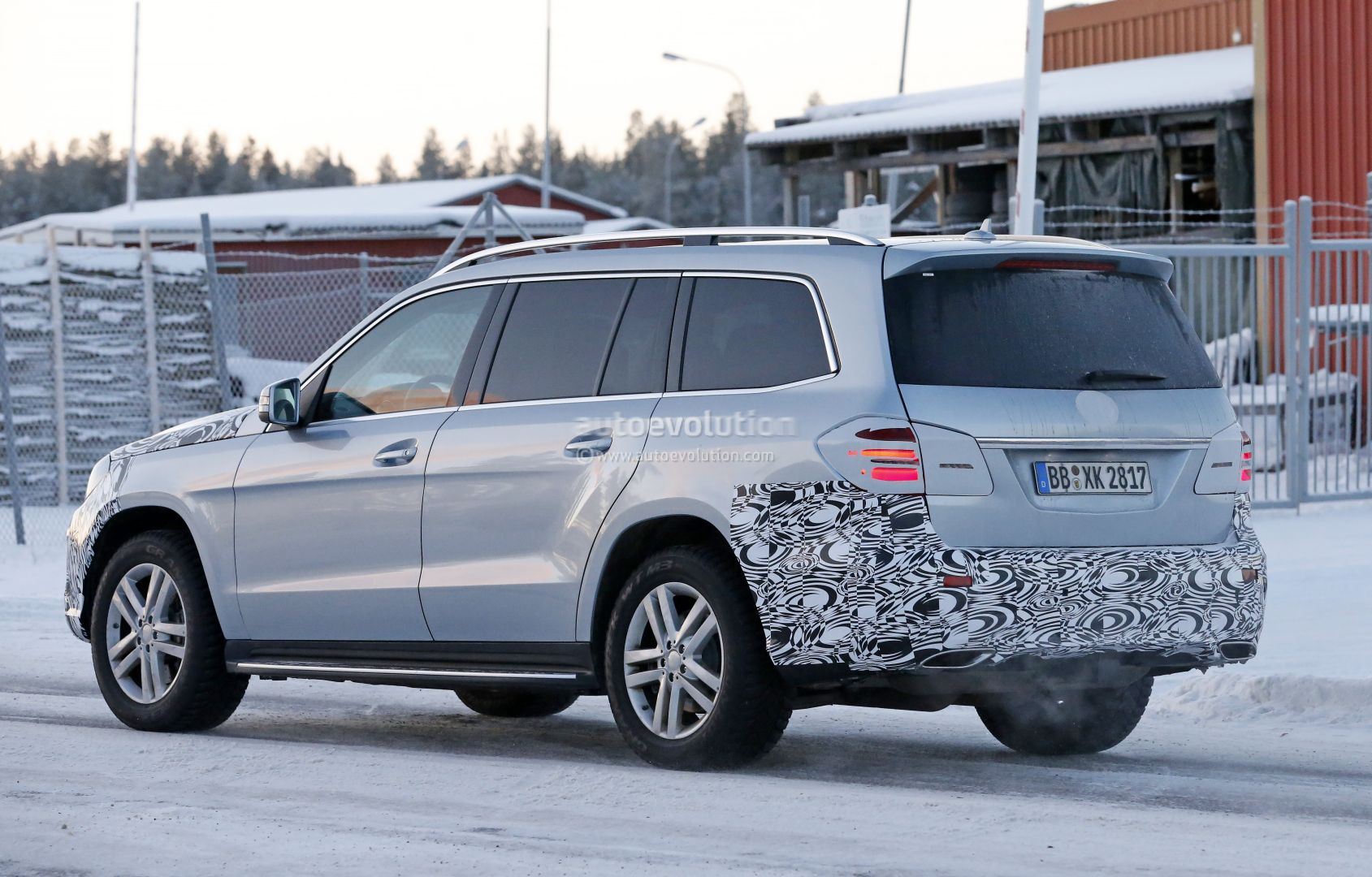 Mercedes Benz Gls Spied Why This Gl Facelift Should Have