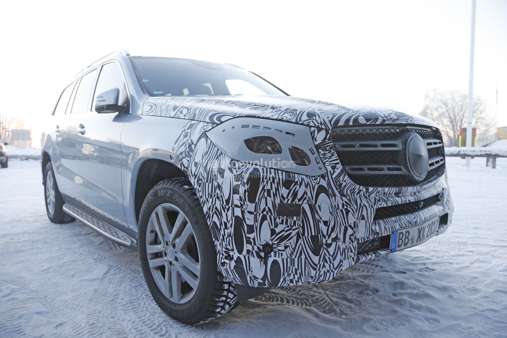 update 2019 mercedes benz gls spotted for the first time looks more agile autoevolution. Black Bedroom Furniture Sets. Home Design Ideas