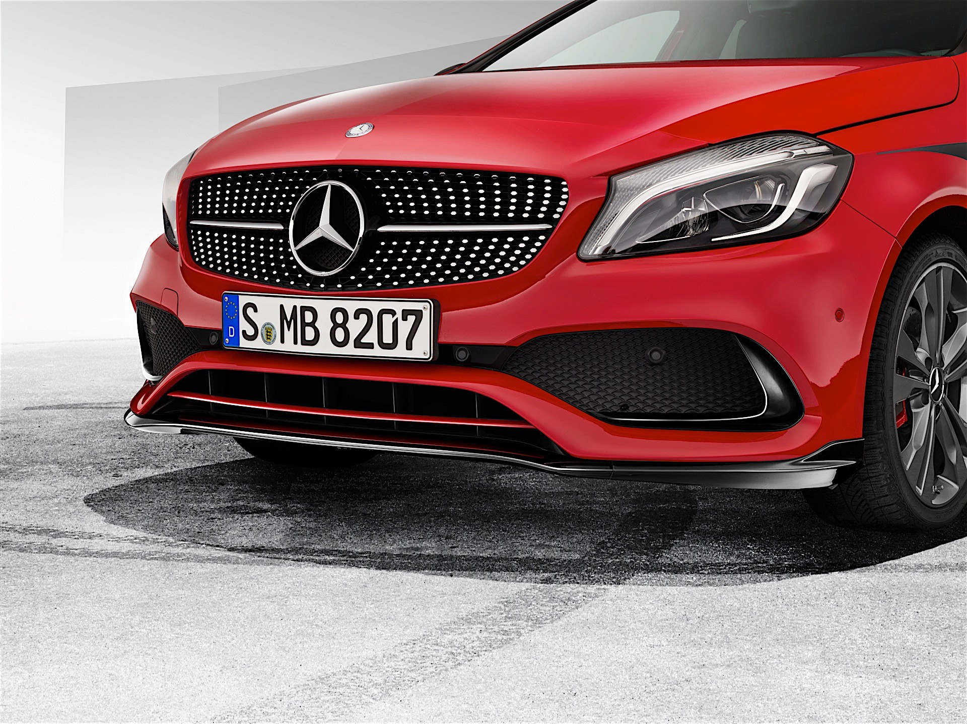 Mercedes-Benz Introduces AMG Body Kit for A-Class - autoevolution