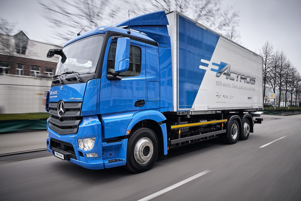 Mercedes benz introduces the eactros a 200 km heavy duty for Mercedes benz electric truck