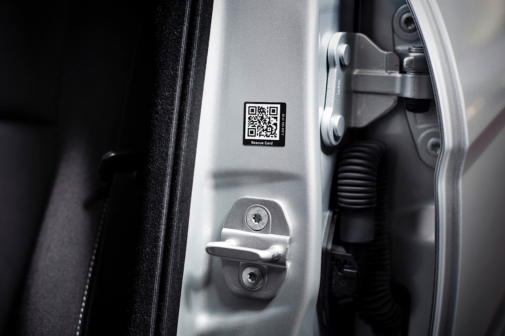 New Nissan Maxima >> Mercedes-Benz is First to Offer QR Code Rescue Cards on Its Vehicles - autoevolution
