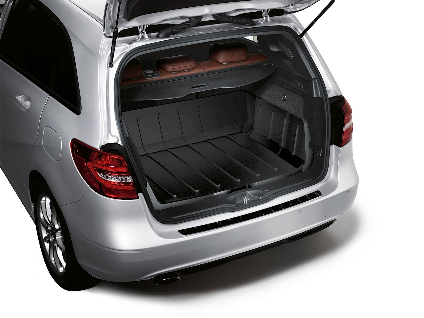 Mercedes benz launches 2013 winter accessories autoevolution for Mercedes benz usa accessories
