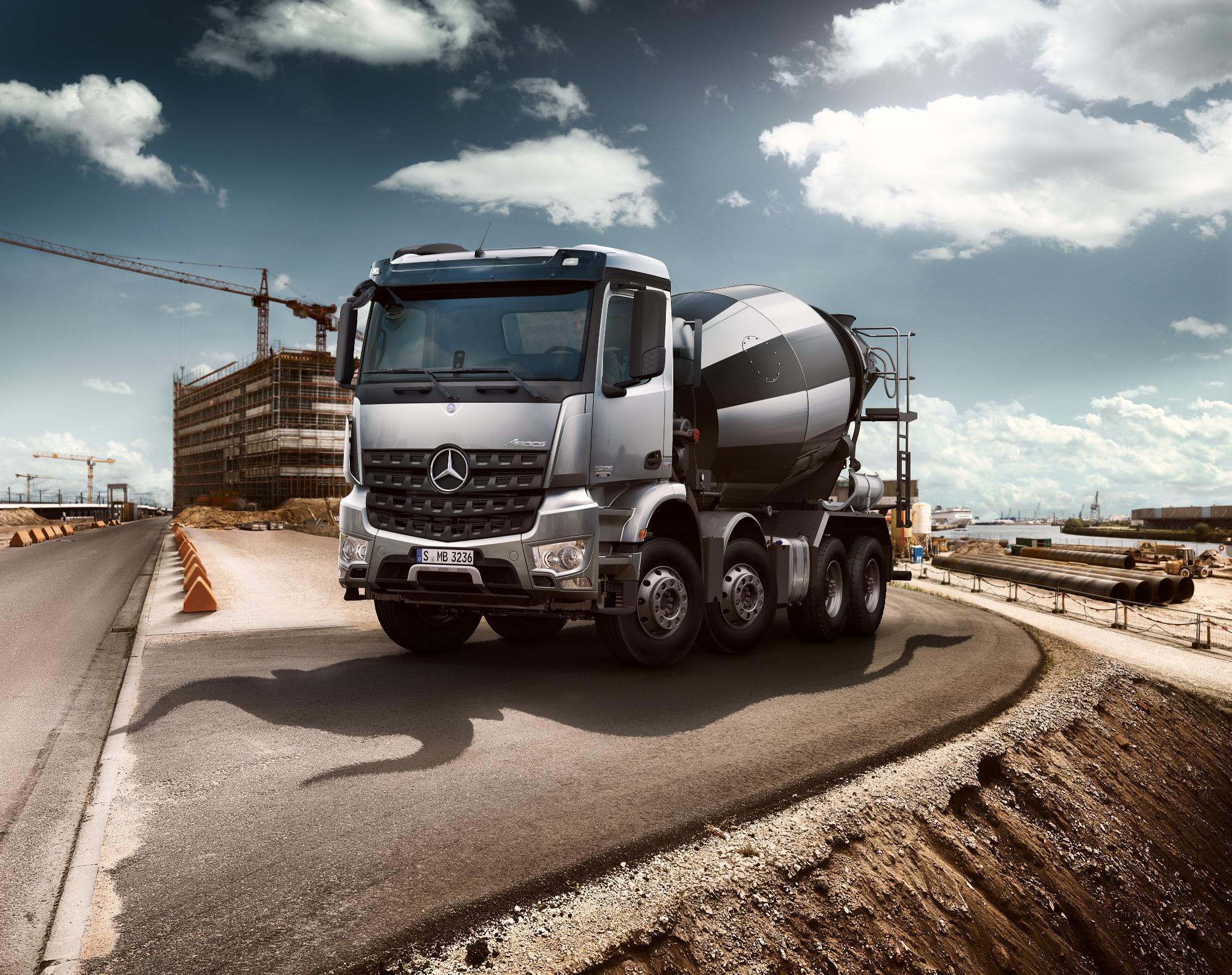 Mercedes benz launches arocs truck range video for Mercedes benz box truck