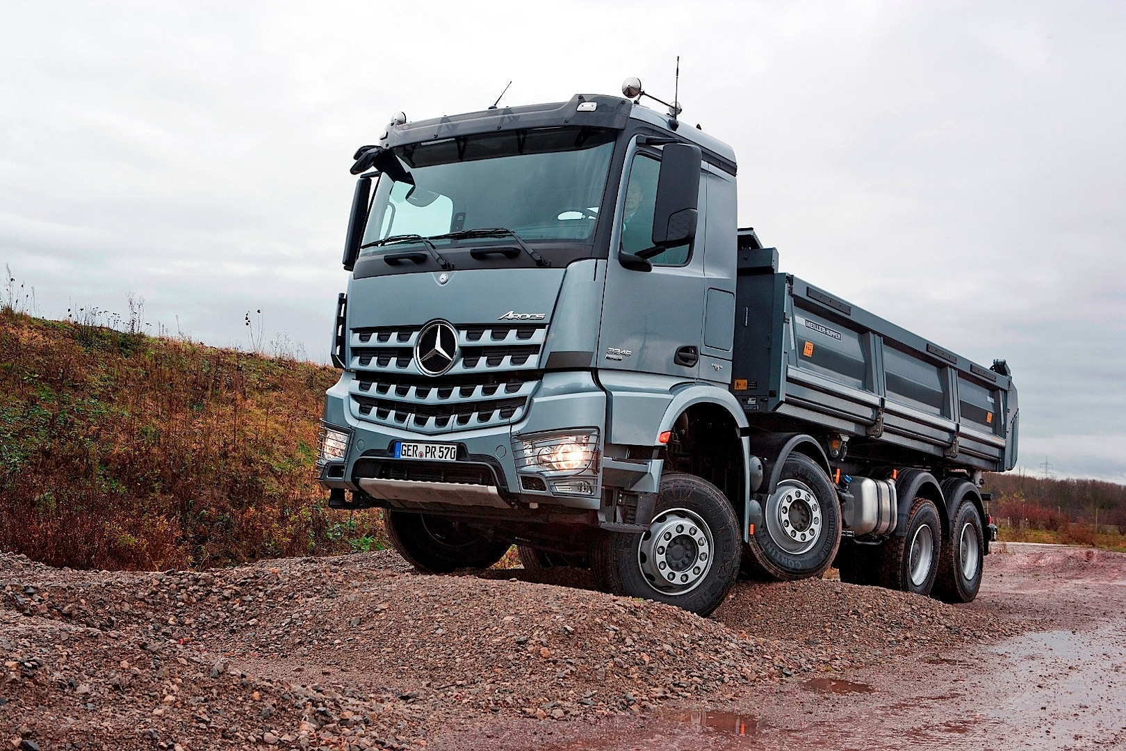 Mercedes benz launches arocs truck range video for Mercedes benz trucks