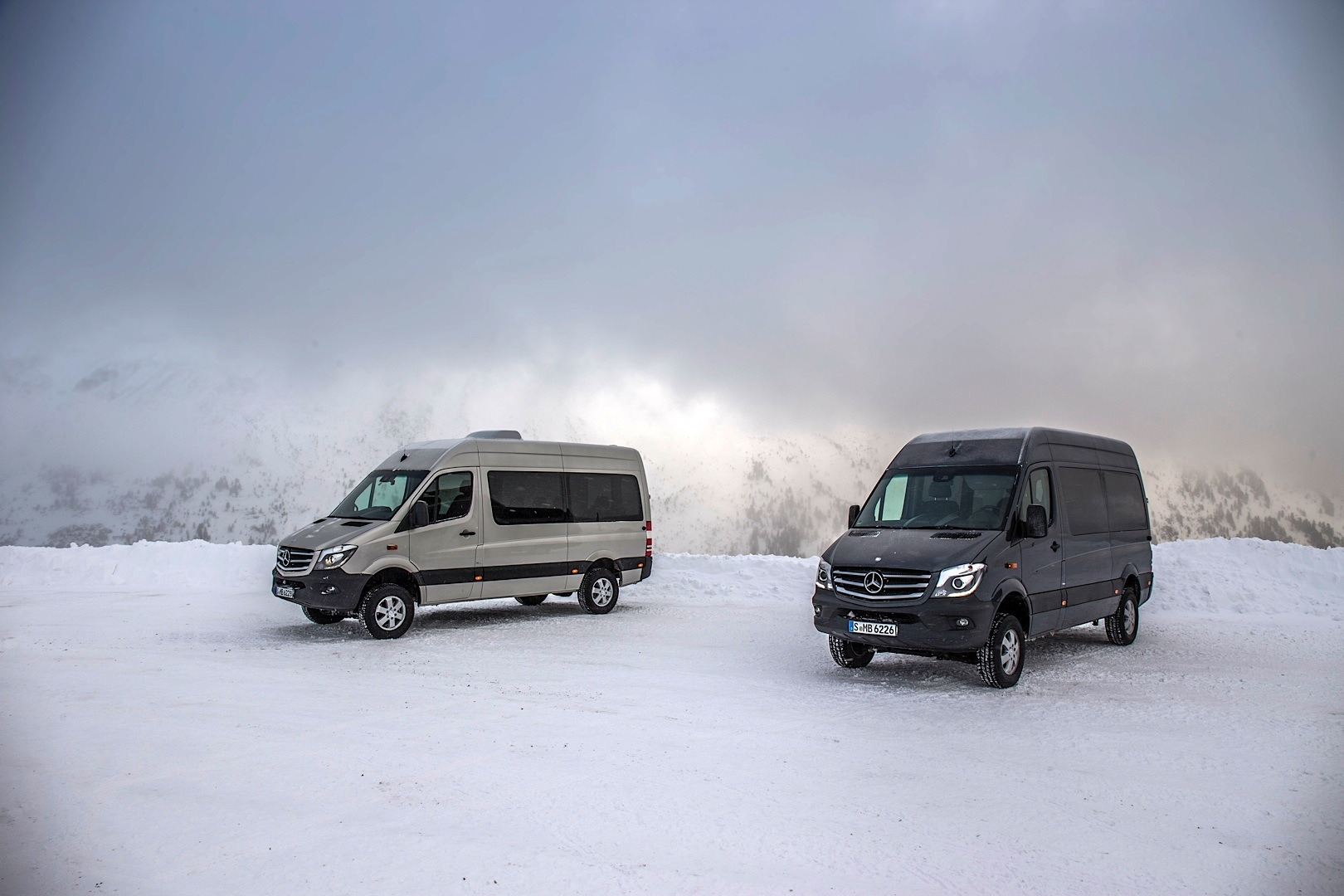 mercedes benz launches hardcore sprinter 4x4 version autoevolution. Black Bedroom Furniture Sets. Home Design Ideas