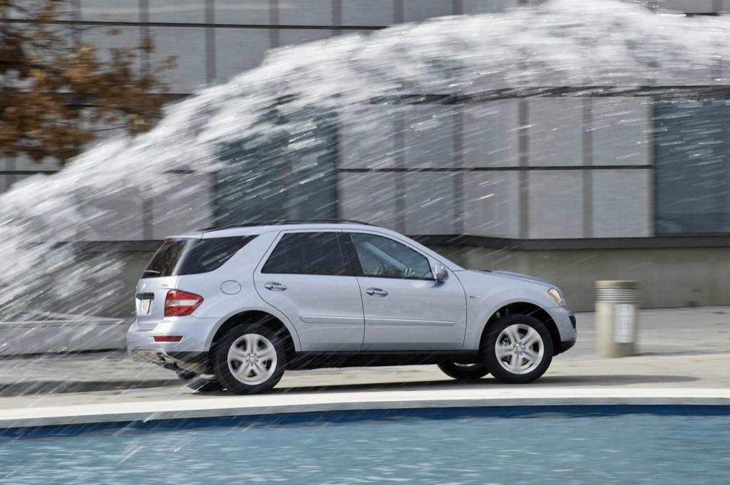 Mercedes benz ml 450 hybrid to star in new york for Mercedes benz new york ny
