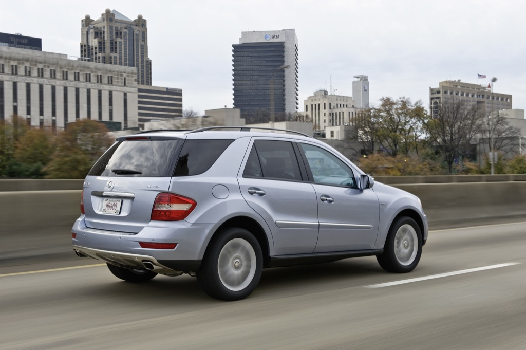 Mercedes benz ml 450 hybrid to star in new york for Mercedes benz in nyc