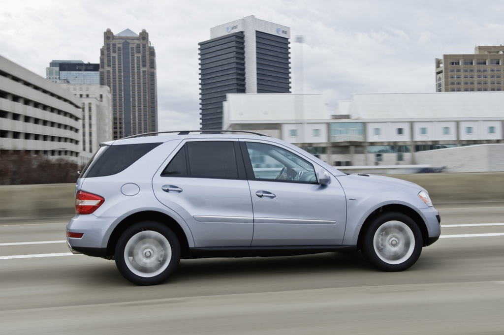 Mercedes benz ml 450 hybrid to star in new york for Mercedes benz new rochelle ny