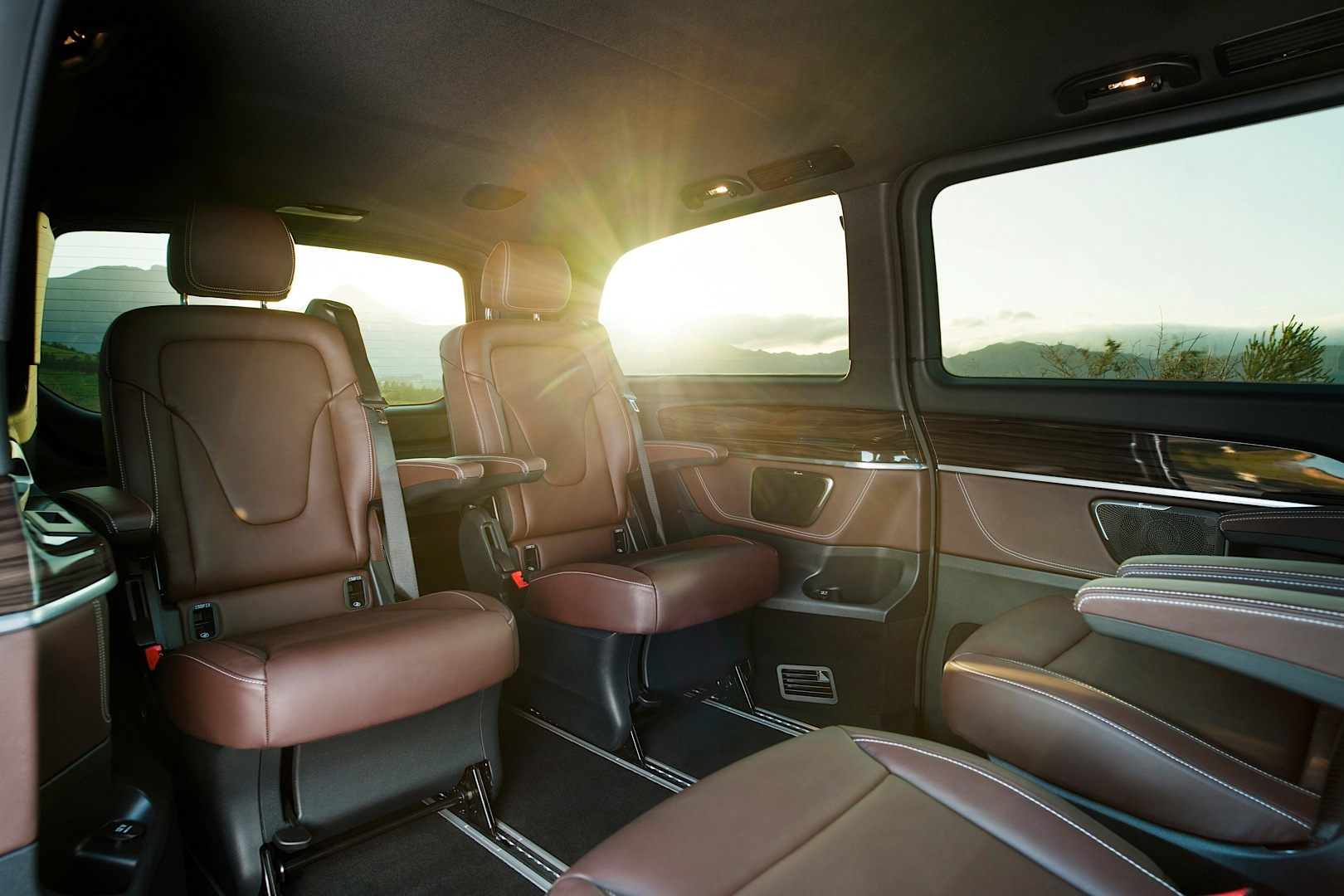 mercedes benz officially reveals 2015 v class autoevolution. Black Bedroom Furniture Sets. Home Design Ideas
