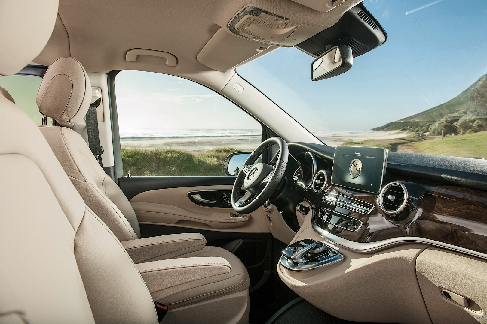 mercedes benz officially reveals 2015 v class autoevolution. Black Bedroom Furniture Sets. Home Design Ideas
