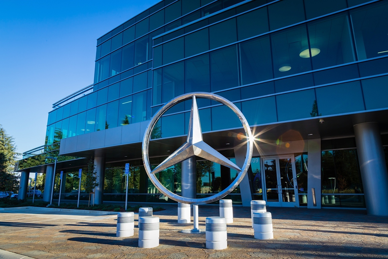 Mercedes-Benz Opens New Headquarters and R&D Center in Silicon Valley - autoevolution