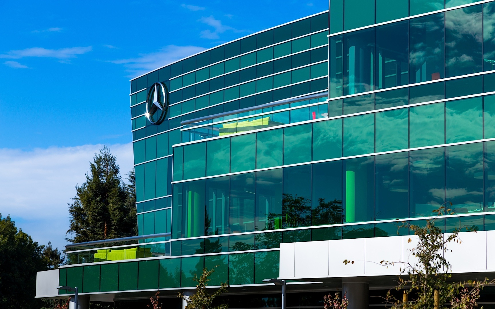 Mercedes benz opens new headquarters and r d center in for Mercedes benz north america headquarters