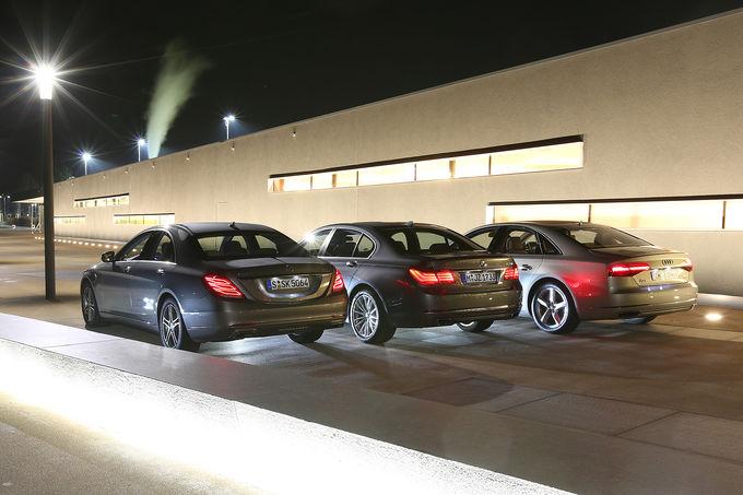 Mercedes Benz S 500 4matic Vs Bmw 750i Vs Audi A8 4 0 Tfsi Quattro Autoevolution
