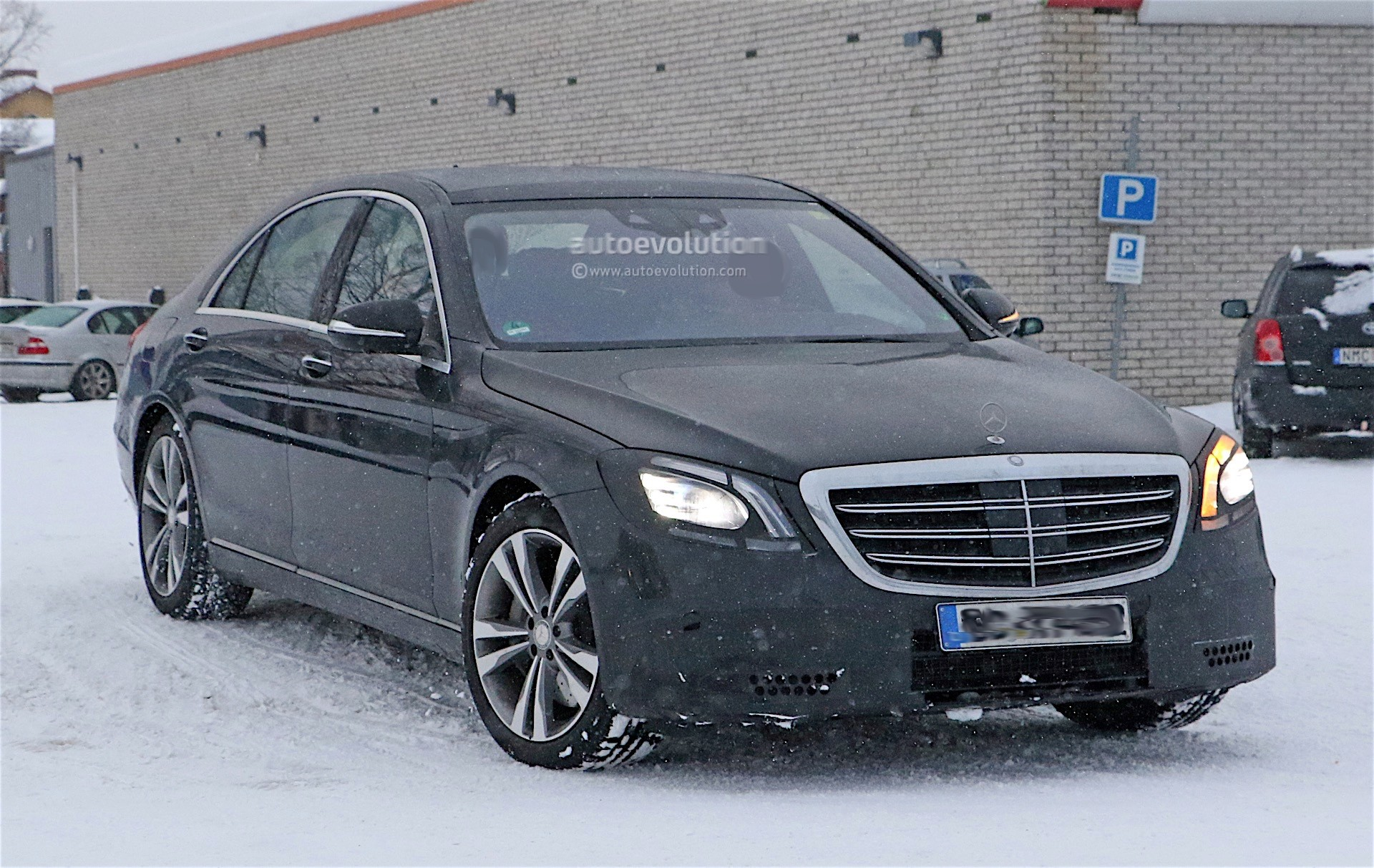 2018 mercedes benz s class facelift spyshots reveal new for Mercedes benz class s