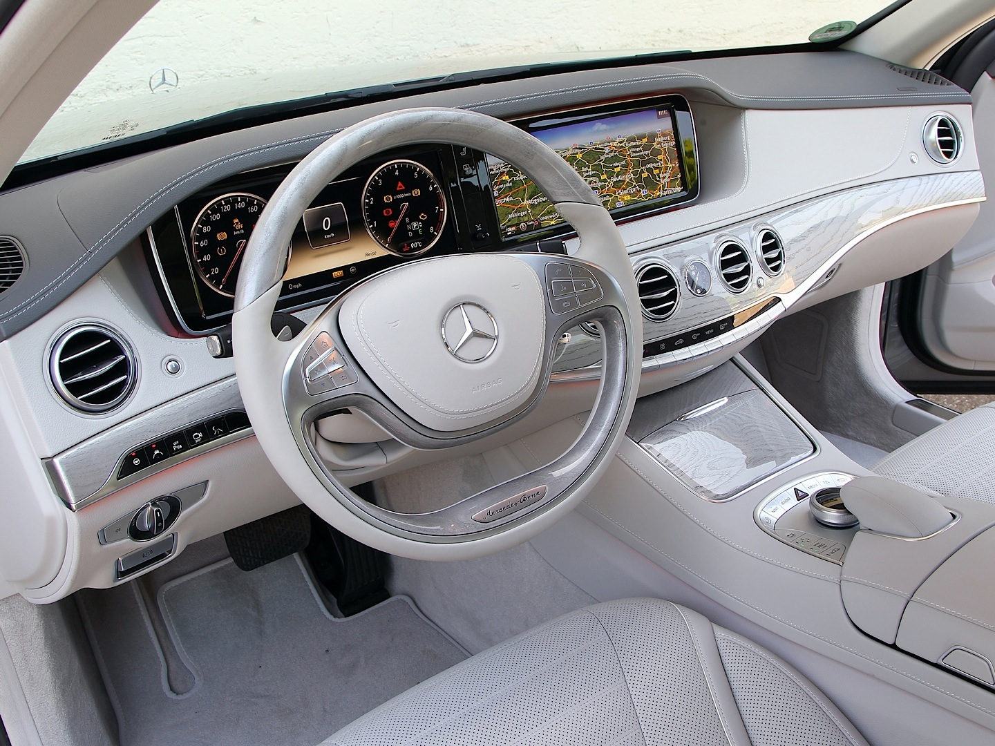 Mercedes benz s350 bluetec review by car autoevolution for How much is a 2014 mercedes benz s550