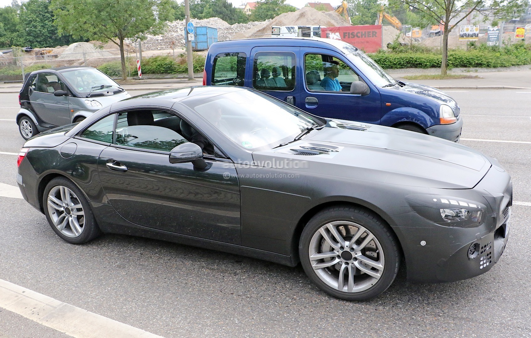 2015 - [Mercedes] SL Restylé [R231] - Page 2 Mercedes-benz-sl-facelift-spied-again-more-interior-details-come-to-light-photo-gallery_3