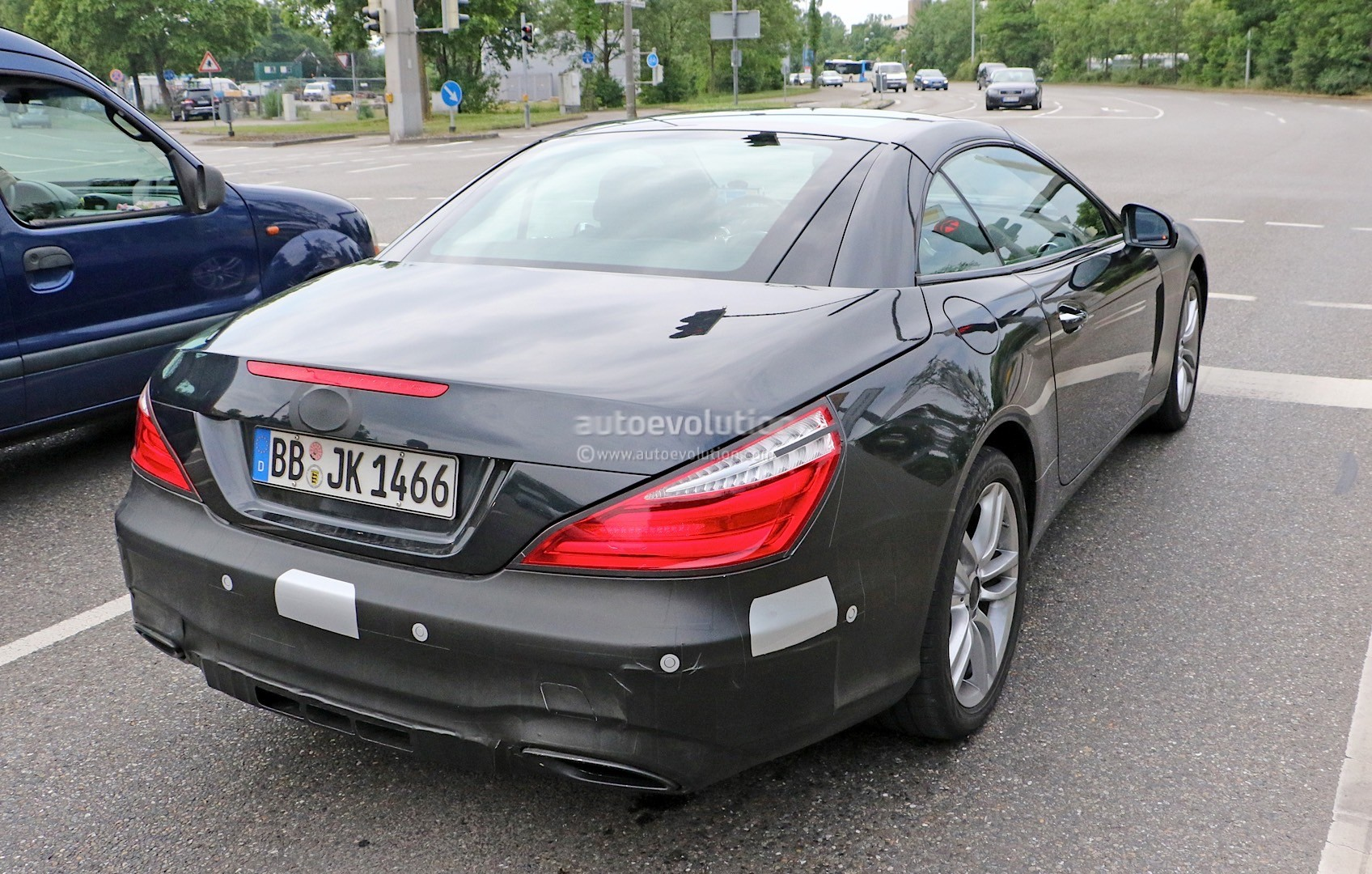 2015 - [Mercedes] SL Restylé [R231] - Page 2 Mercedes-benz-sl-facelift-spied-again-more-interior-details-come-to-light-photo-gallery_6