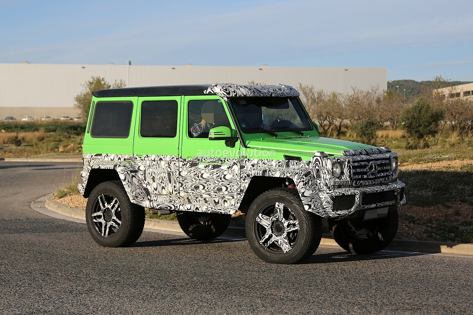 mercedes benz spied testing hardcore 4x4 version of g63 amg 6x6 autoevolution. Black Bedroom Furniture Sets. Home Design Ideas