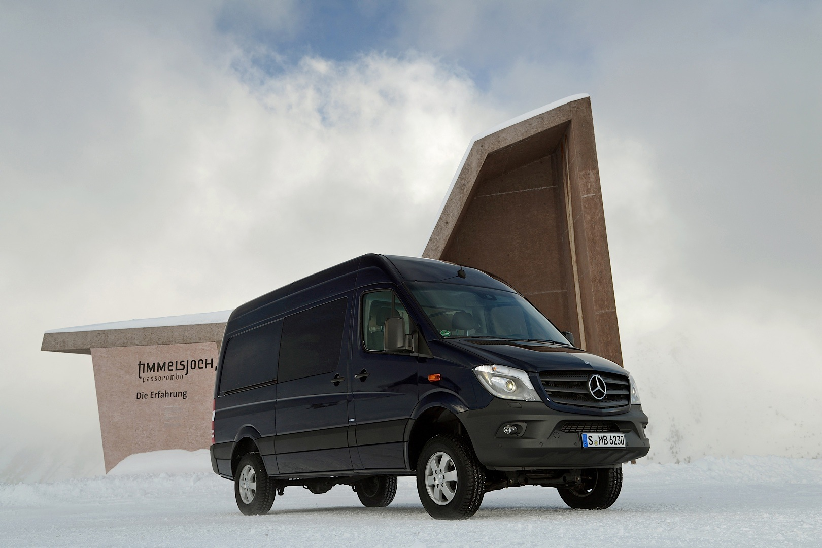 Mercedes benz sprinter 4x4 is on its way to the united for Mercedes benz sprinter 4x4