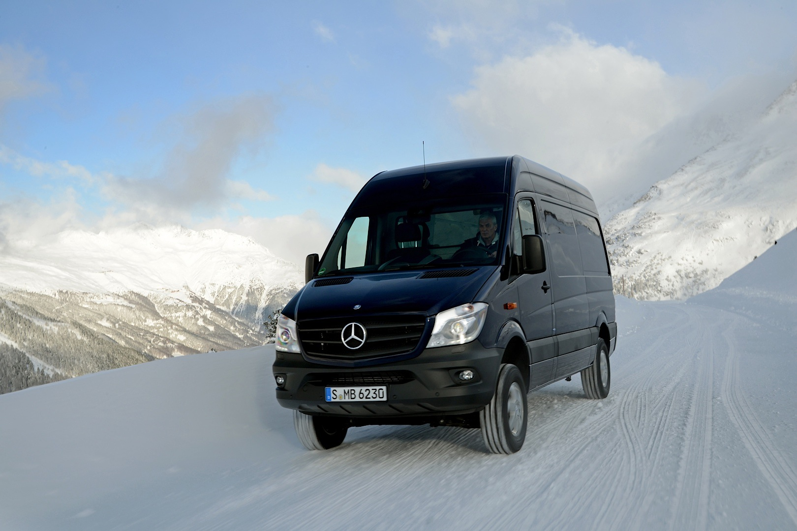 mercedes benz sprinter 4x4 is on its way to the united states autoevolution. Black Bedroom Furniture Sets. Home Design Ideas