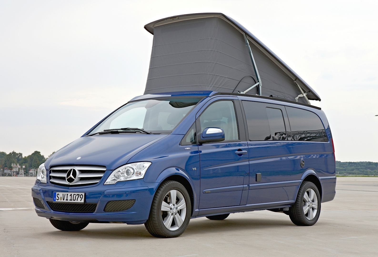Mercedes Benz Takes Over The 2013 Caravan Salon Autoevolution
