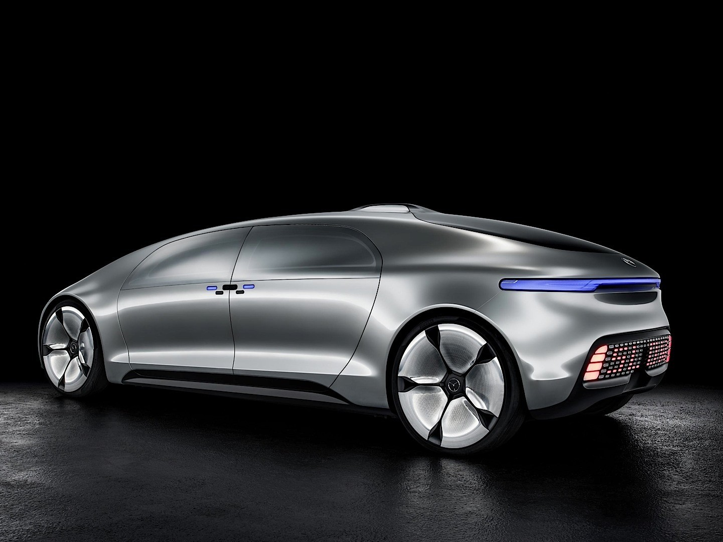 Mercedes benz unveils f 015 mystery concept at 2015 ces for Mercedes benz future