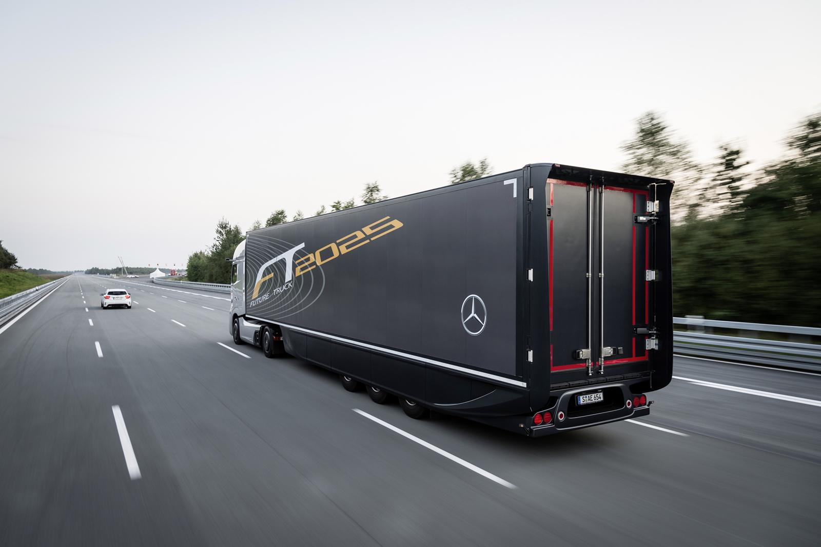 Amg Gt Roadster >> Mercedes-Benz Unveils Future Truck 2025 [Video ...