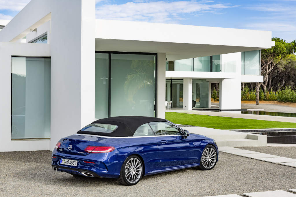 https://s1.cdn.autoevolution.com/images/news/gallery/mercedes-benz-unveils-its-c-class-cabriolet-range-including-the-amg-c43-model_17.jpg