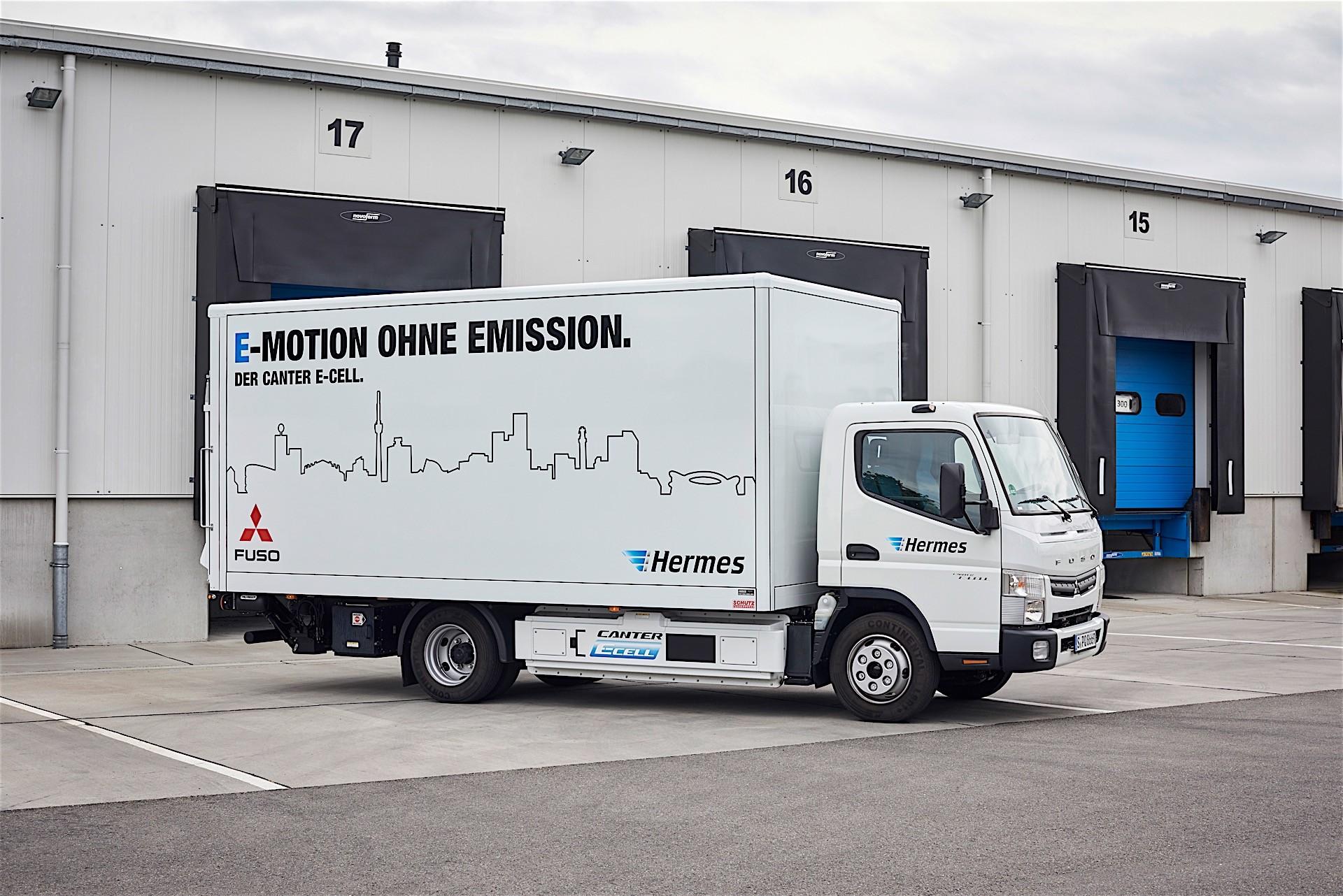 Mercedes benz unveils urban etruck a short range electric for Mercedes benz electric truck