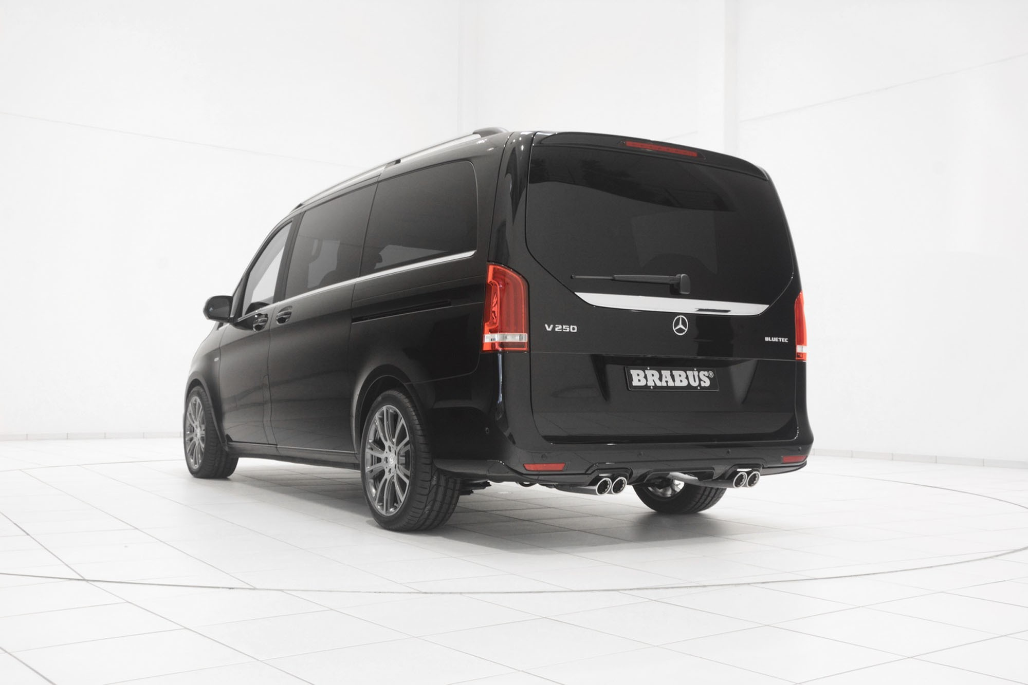mercedes benz v class wins top shelf assets from brabus. Black Bedroom Furniture Sets. Home Design Ideas