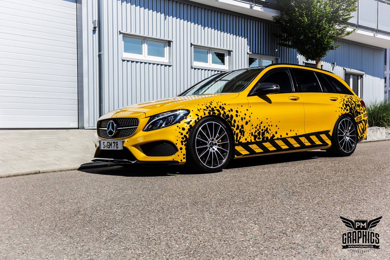 mercedes c450 amg yellow taxi vs c43 in silky blue wrap. Black Bedroom Furniture Sets. Home Design Ideas