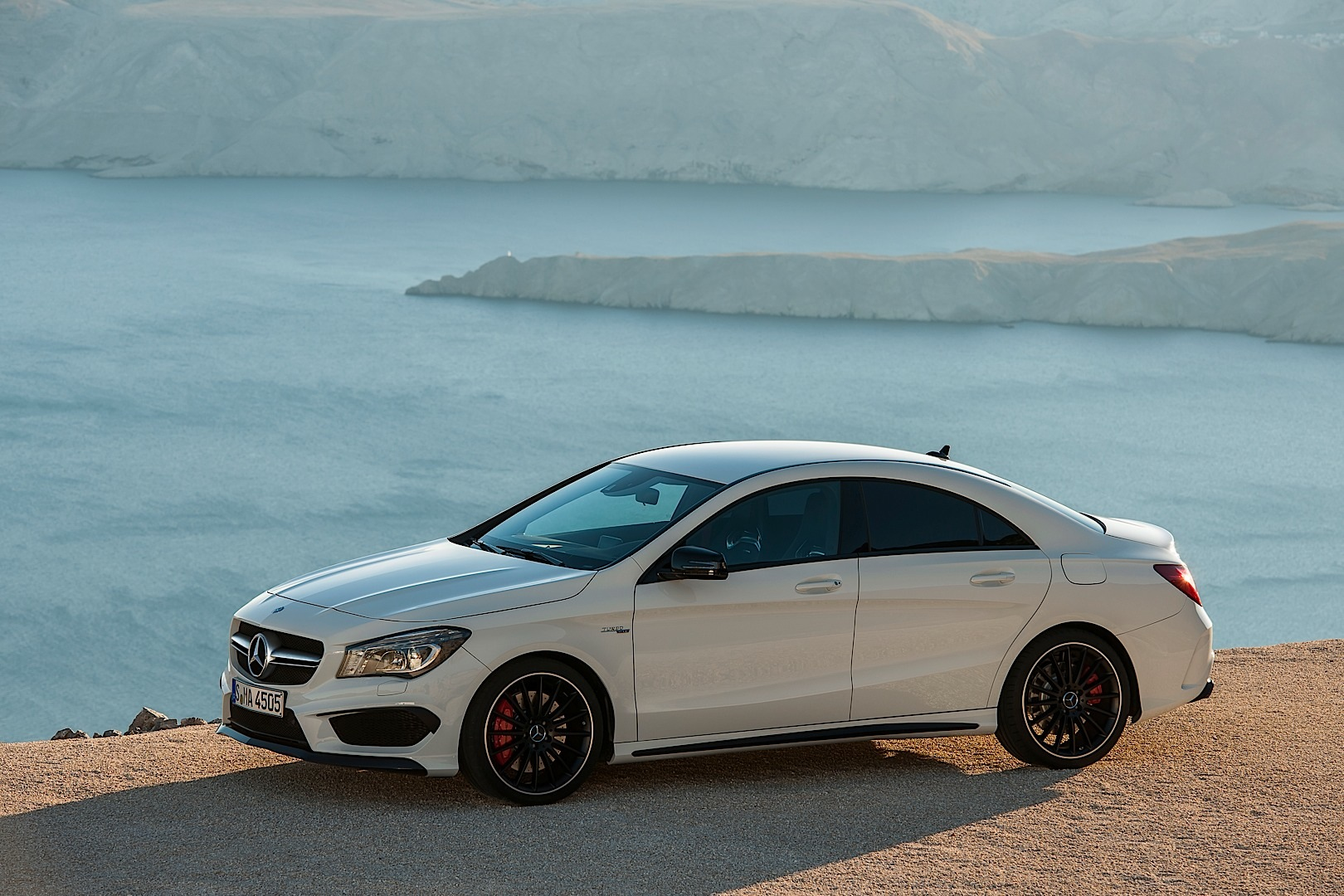mercedes cla 45 amg roars into new york autoevolution. Black Bedroom Furniture Sets. Home Design Ideas