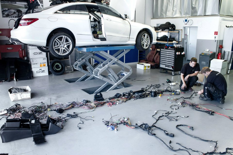 Mercedes E-Class Coupe Gets AMG Bi-Turbo V8 Engine Swap by Mcchip