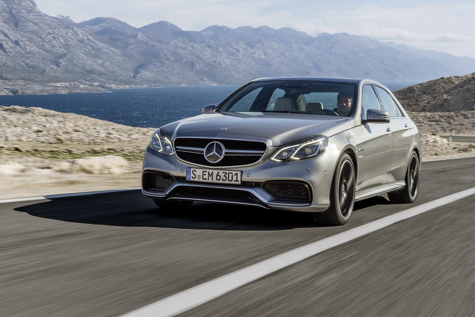 Mercedes e63 amg gets new look more power autoevolution for Mercedes benz e63 amg s