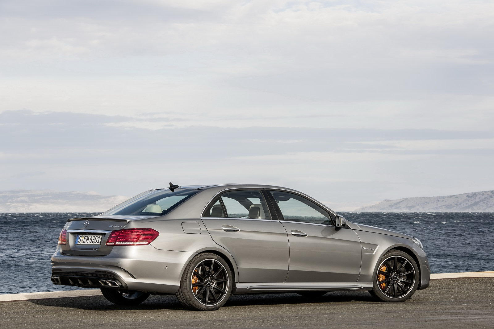 Mercedes e63 amg gets new look more power autoevolution for Mercedes benz socks
